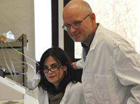 Experten für Pflanzenanalytik: Dr. Maria João Pimenta Lange und Professor Theo Lange vom Institut für Pflanzenbiologie der TU Braunschweig.