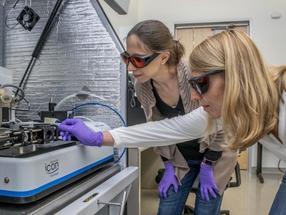 Splitting water: Nanoscale imaging yields key insights