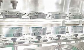 """Garantierte Produktionssicherheit –  """"foreign body protection"""": im Bereich der offenen Becher sind keine Kleinteile wie z.B. hängend montierte Schrauben vorhanden"""