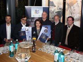 Die Certified Member mit der Prüfungskommission um Dr. Michael Zepf (li.), Dr. Wolfgang Stempfl (2.v.r.) und Stefan Grauvogl (re.)